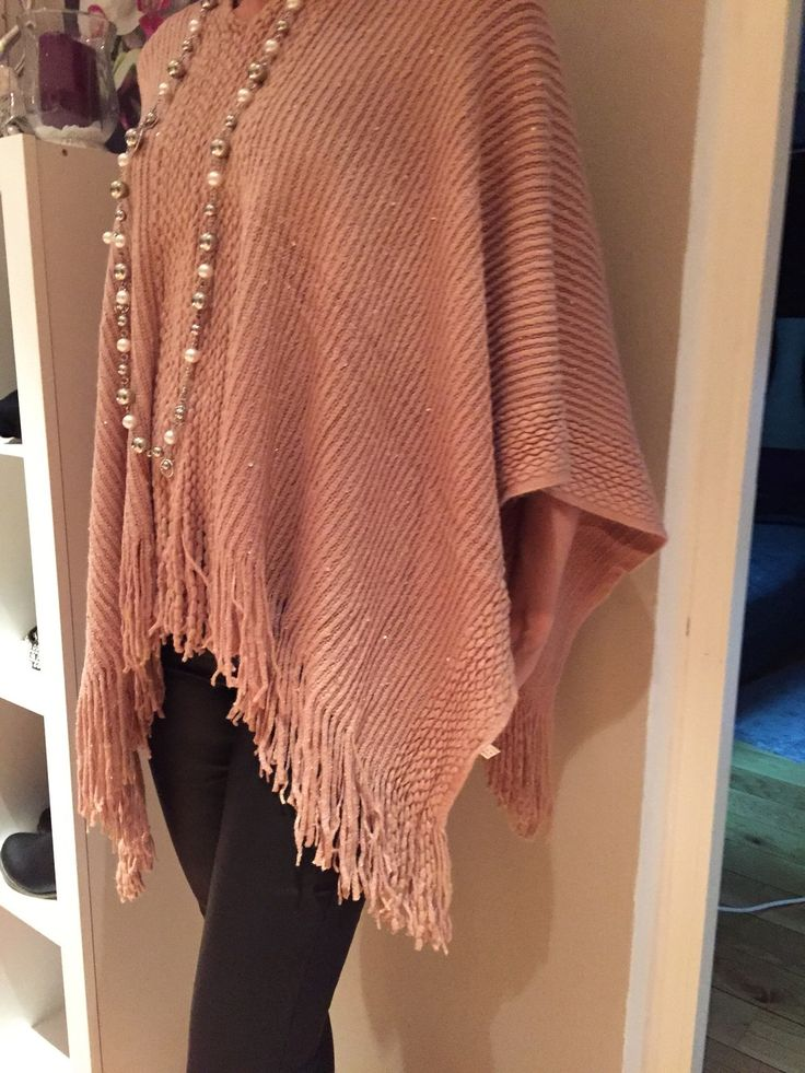 Poncho med paljetter rosa via Two stars. Click on the image to see more!