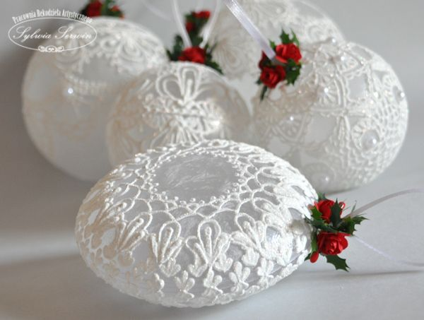 DIY Lace and or painted lace look on ornaments!