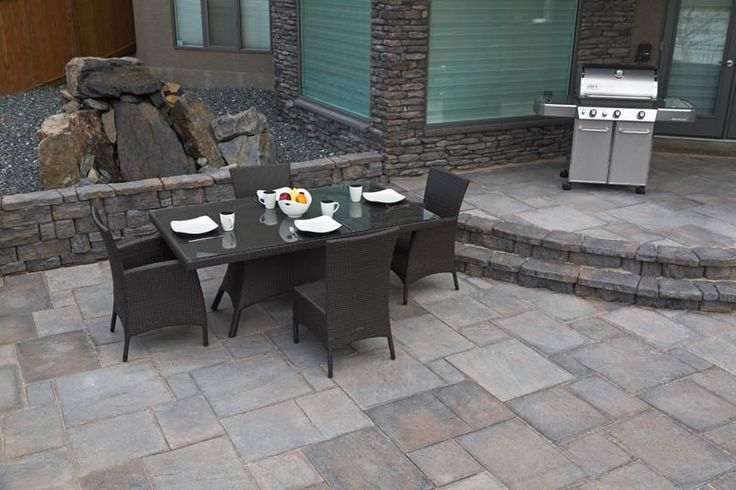 Creative patio made using Dimensional Flagstone and Belvedere walls.