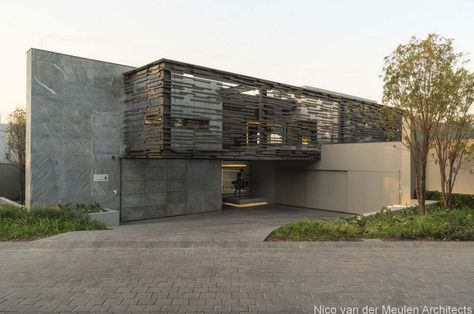 Luminous eco-friendly home in South Africa of glass and steel