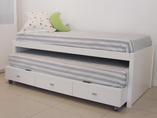 Nuestra camas se fabrican para cualquier medida de colchón ,estándar o de medida especial ,con la posibilidad de añadir cama nido, dos o tres cajones con ruedas que pueden aprovechar todo el fondo de la cama.