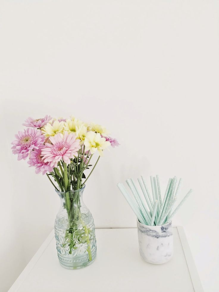 Home and Interior Snaps: Fresh flowers and pastels