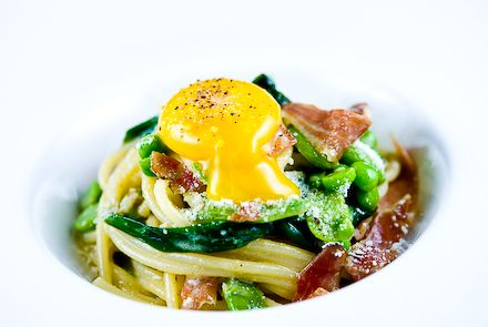 "Spaghetti ""Carbonara"" with Duck Prosciutto, Fava Beans & Ramps: Ente Proscuitto 8, Ducks Proscuitto 8, Création Culinaire, Mit Rampen, Pasta Recipes Ideas, Favorite Recipes, Ducks Prosciutto, Fava Beans, Carbonara Mit"