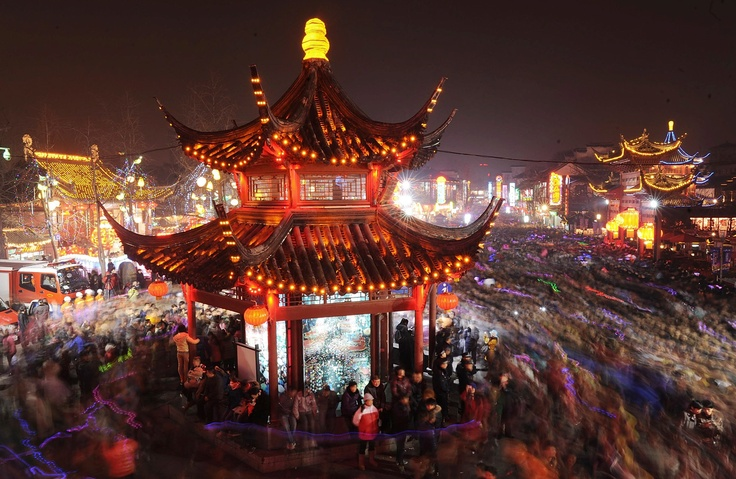 Tourists visit Confucius Temple to celebrate the Lantern Festival in Nanjing, in eastern China's Jiangsu province, on February 6, 2012.