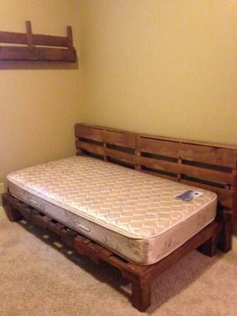 Best 25 pallet beds ideas on pinterest for Wood pallet twin bed frame