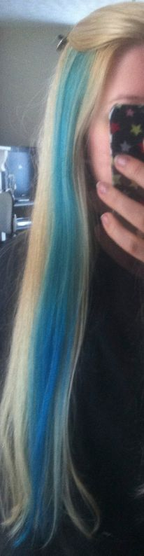 How to put a two tone blue streak in your hair. #bluehair Love the color!