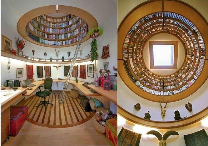 Un bureau avec une biblio <3