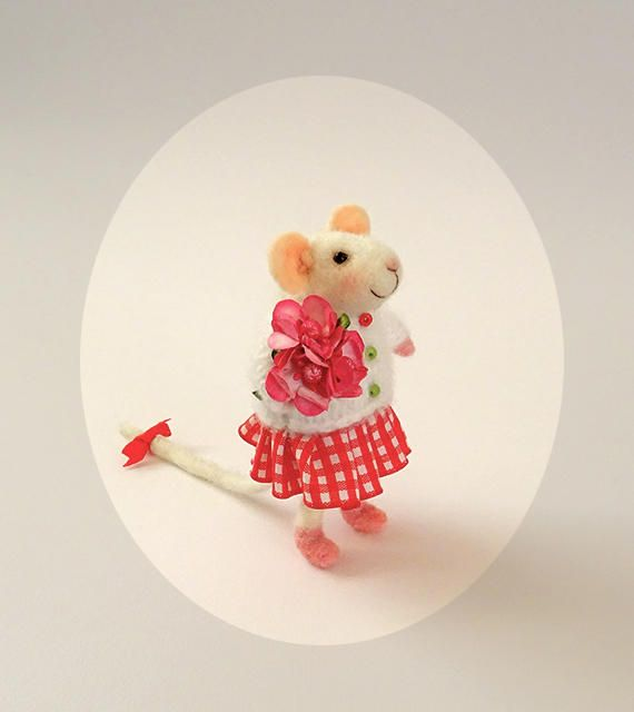 Little mouse with flowers Gift Toy Miniature #Needlefeltedmouse Handmade doll #Feltmouse