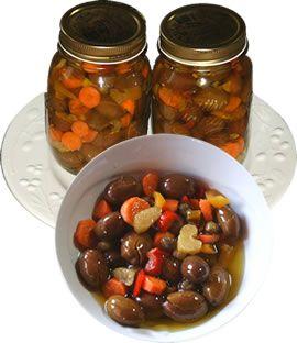 Olive verdi schiacciate siciliane - ricetta tipica siciliana ingredienti:olive verdi sale aceto carote peperoni capperi peperoncino ve...