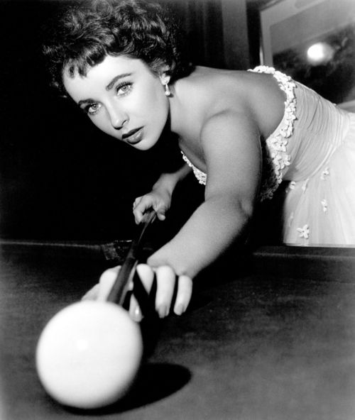 Elizabeth Taylor making pool look glamorous: Like A Boss, Vintage Portraits, Beautiful Woman, Elizabeth Taylors, Elizabethtaylor, Vintage Beautiful, Liz Taylors, Elizabeth I, Billiards Rooms