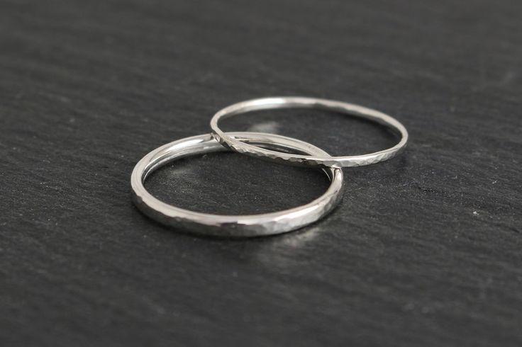 Eheringe - Eheringe schmal gehämmert Silber - ein Designerstück von Ina-Stehle bei DaWanda