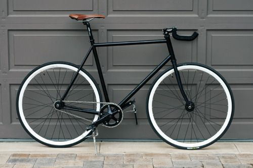 Must have: stylish black bicycle. Do you already see yourself crossing through Amsterdam? ;-)