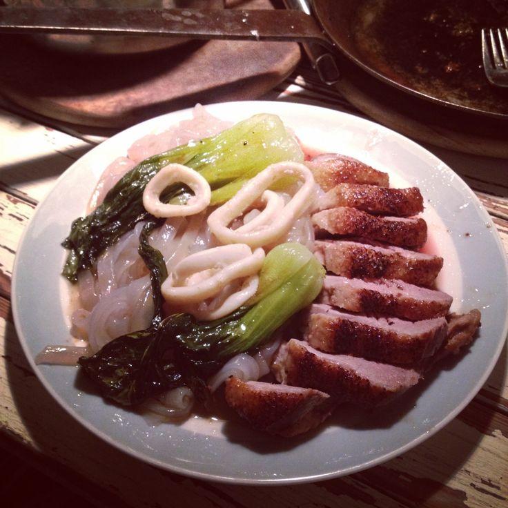 Entenbrust gebraten mit Pak Choi , Süßkartoffelnudeln und Tintenfischringe.    Braised duck breast, pak choi, sweet potato noodles and calamari rings.