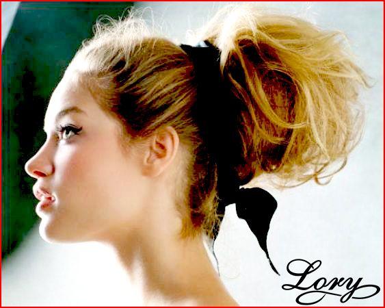 Un Semplice Nastro Tra I Capelli Per Un'Acconciatura Super Glam!!!  http://www.loryparrucchieri.it/  #Capelli #Acconciatura #Glam #Look #Chic #Fiocco #HairStyle