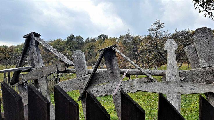 Crucile de langa fantani - satul Alunis, judetul Arges
