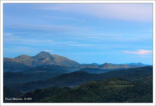 Mist is about to disappear when the sun rise lights up the Matale Nalanada mountain range, Sri Lanka (www.secretlanka.com)