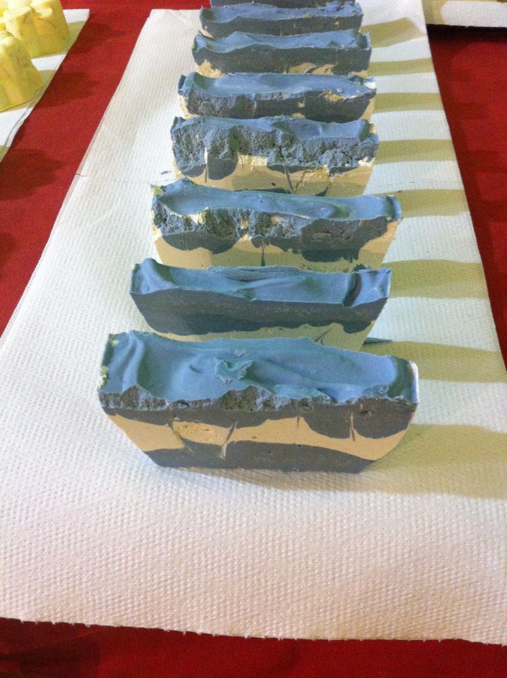 Jabón de lavanda enriquecido con Karité Mail: jabonesnaturalesartesanos@hotmail.com Web: https://sites.google.com/site/jabonesnaturalescaseros/ Instagram: jabones_naturales_artesanos