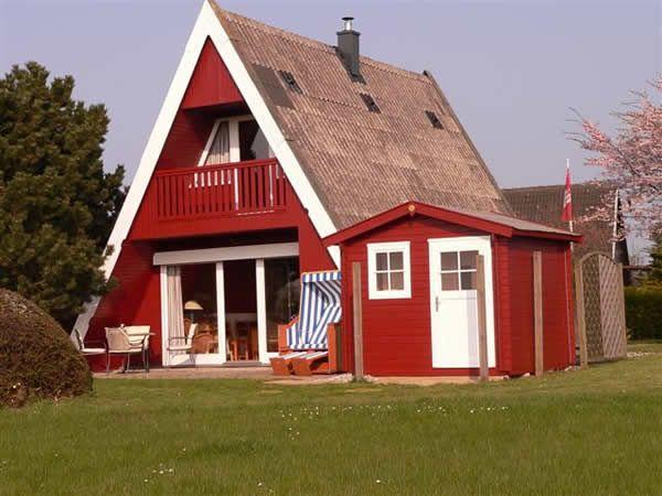 Ostsee-Ferienhaus Karlsson vom Dach mit Kamin und Sauna Ferienhaus Karlsson vom Dach in Hohenfelde