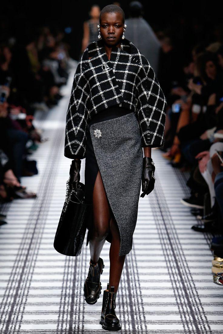 Balenciaga - Fall 2015 Ready-to-Wear - Look 2 of 37