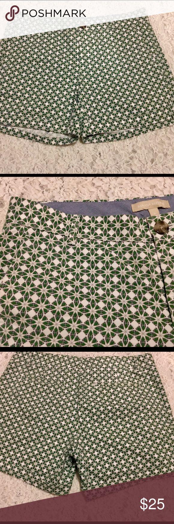 🍌Banana Republic Geometric Shorts Size 6🍌 Banana Republic Geometric Cuffed Shorts in a Size 6 New Without Tags. Great Pair of Shorts With No Defects. Banana Republic Shorts