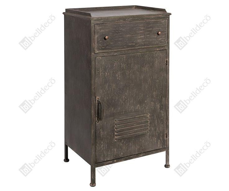 Mała szafka Belldeco Loft to mebel stworzony z metalu posiadający zamykaną półkę. Model ten został w specjalny sposób postarzony.  Więcej na www.lawendowykredens.pl