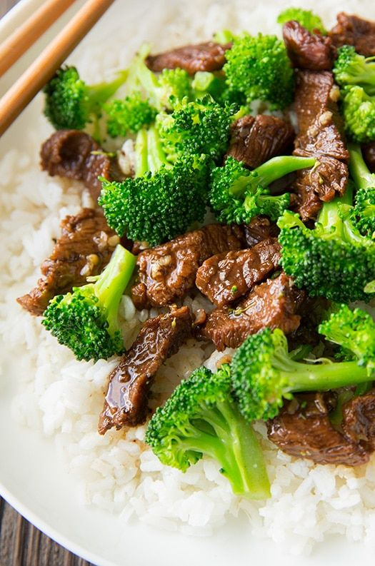 Forgettakeout, thisdelicious Slow Cooker Beef and Broccoli is sooo easy. Since it's made in the slow cooker, just combine the ingredients, set itand forget it! You'll have a juicy, flavorful beef in a homemade sauce with crisp broccoli on a beautiful bed of white rice. How easy is that...   #beef broth #chuck roast #cornstarch #dark brown sugard #sessame seeds #slow cooker