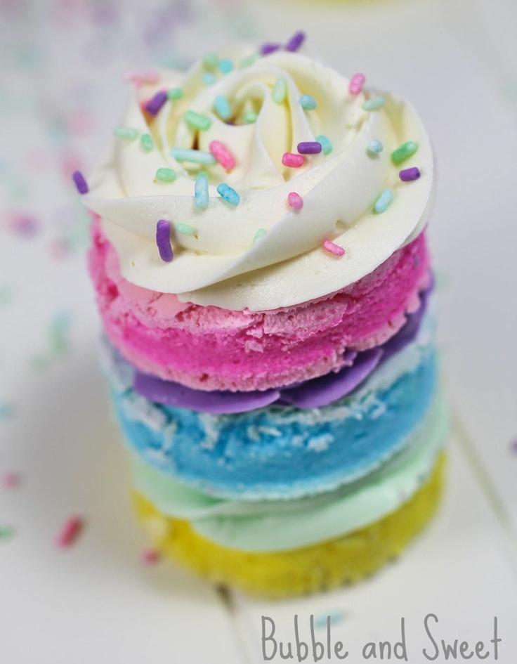 How to make pastel rainbow meringues