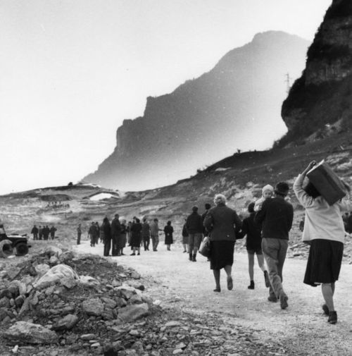 """""""Scrivo da un paese che non c'è più…"""" Tina Merlin, 1963. Esodo dopo la tragedia del Vajont."""