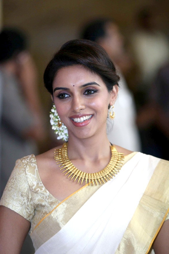 Asin in Onam Traditional Saree at Mumbai. Asin Thottumkal (born 26 October 1985), known mononymously as Asin, is an Indian actress. She began her acting career in the South Indian film industry, but now appears predominantly in Bollywood films. She is the only Malayali actress, other than Padmini, who has the distinction of having dubbed in her own voice for all her films, irrespective of language.