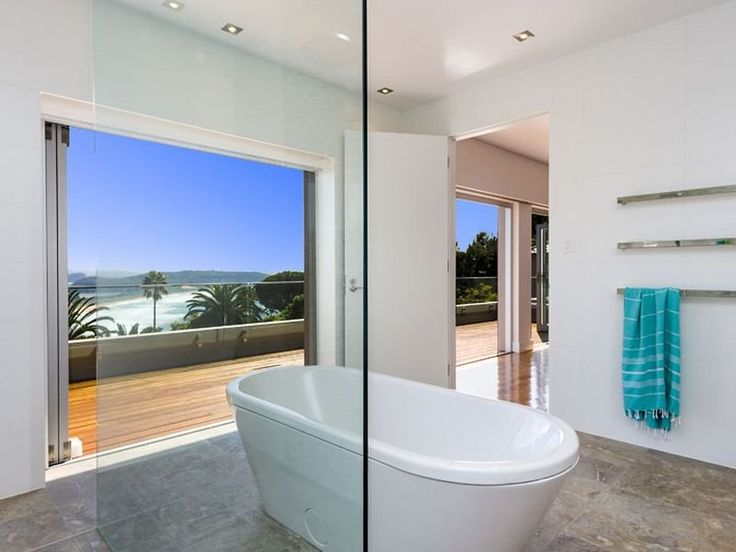 28/04/15 Palm Beach, NSW Sales Agents - David Edwards and Amethyst McKee LJ Hooker Palm Beach 02 9974 5999 #bath #bathroom #view