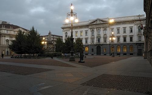 Gallerie d'Italia – Piazza Scala, Milano. L'ingresso delle Gallerie in Piazza della Scala