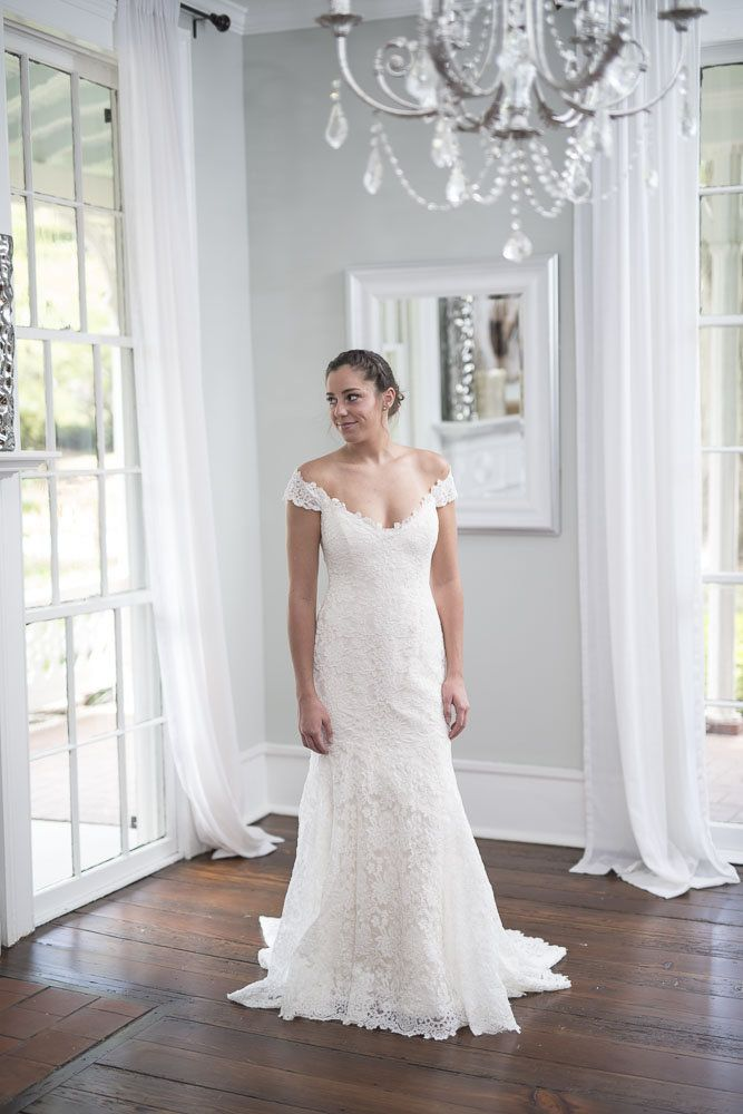 Romona Keveza - With its scoop neck and back, dainty cap sleeves, all-over lace appliqué, and expertly contoured silhouette that hugs curves in exactly the right places, this gown just emanates loveliness. Wear it on its own for a simple yet elegant look, or pair it with accessories to doll it up - either way, this dress will impress!