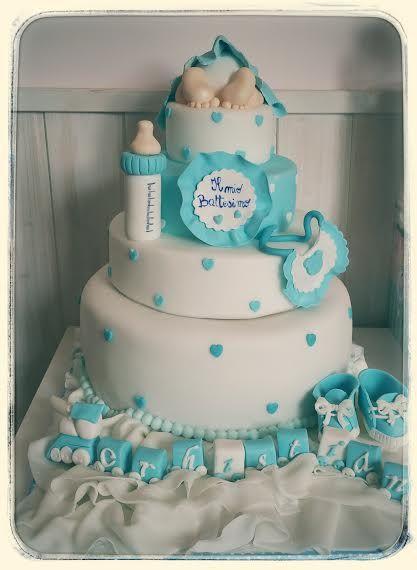 Un bambino..i piedini teneri e il suo culetto...Bavaglino, biberon, scarpine e un trenino ad hoc per festeggiare un Battesimo! #battesimo #torte #eventi #babyshower #biberon #pastadizucchero #saracino #bavaglino #culetto #cake #tortedecorate #castelliromani #laboratorio #celeste #pois #cuori #baby #party www.torteamorefantasia.com