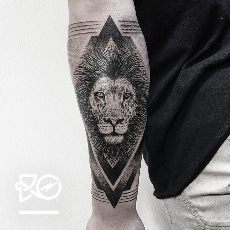 By RO. Robert Pavez • Lion V - outer arm • Bokning. Vid intresse, skicka ett mail till robert@roblackworks.com ⚫️ Please! Do Not Copy ®  • Studio Nice tattoo - Stockholm - Sweden 2016 #engraving...