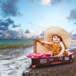 A quel âge bébé peut-il voyager, aller à la piscine, dans la mer, en avion ?