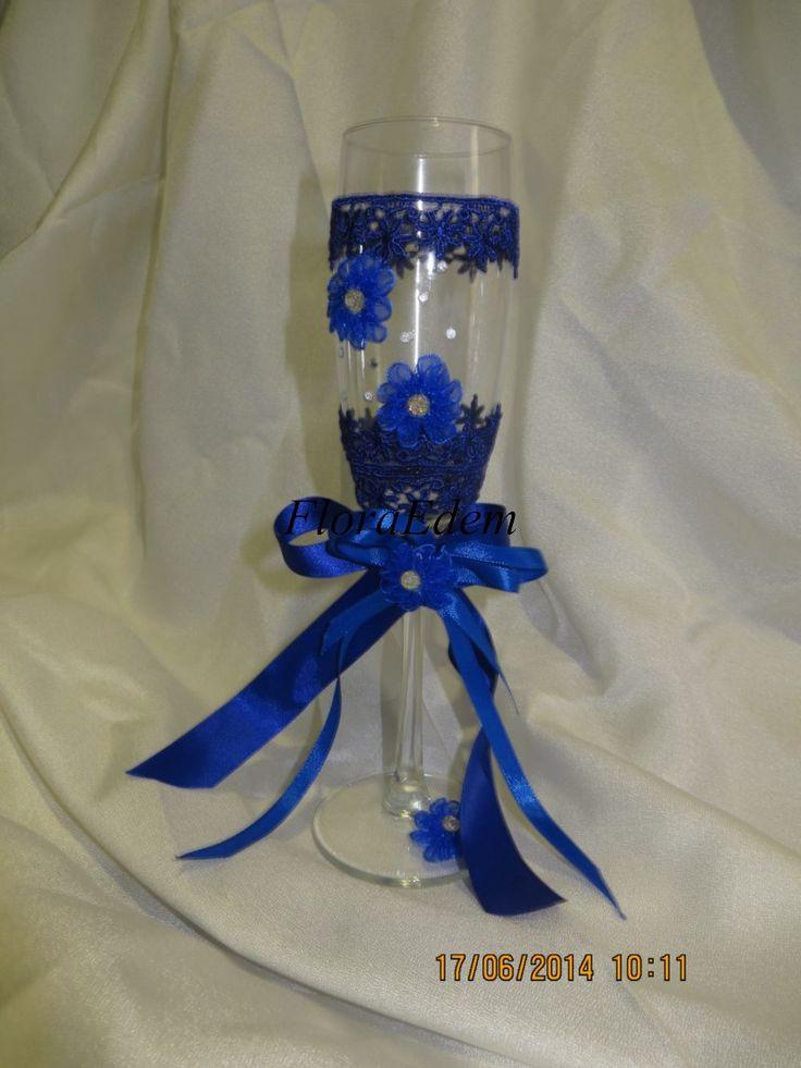 Сейчас в моде синие свадьбы. Бокалы с синем кружевом смотрятся очень богато и изысканно.