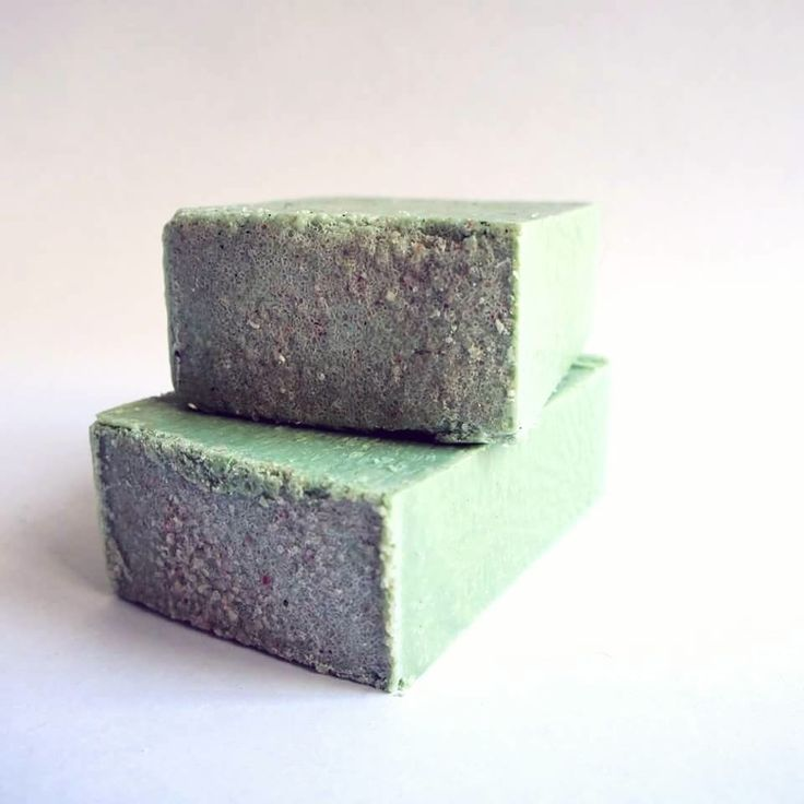 Wulfhed's DETOX soap is fresh-scented all natural soap that cleanses and refreshes oily skin. The antibacterial properties of tea tree oil help fight unwanted bacteria while the addition of Can...