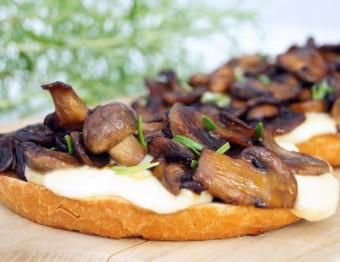 Bruschetta with mushrooms and mozzarella