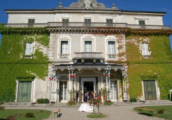 Dal parco della settecentesca Villa Castelbarco-Albani, bellissima sede del comune di Casciago