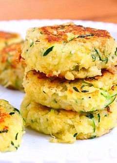 Zucchini Cakes! Less than 70 calories per cake! Perfect healthy snack! | just putzing