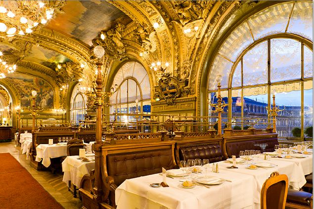 Le train bleu est un restaurant de style second empire