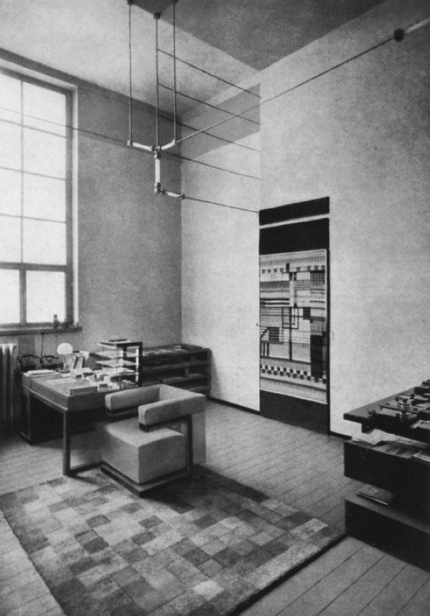 Despacho del director de la bauhaus en weimar buscar con for Bauhaus oficinas centrales
