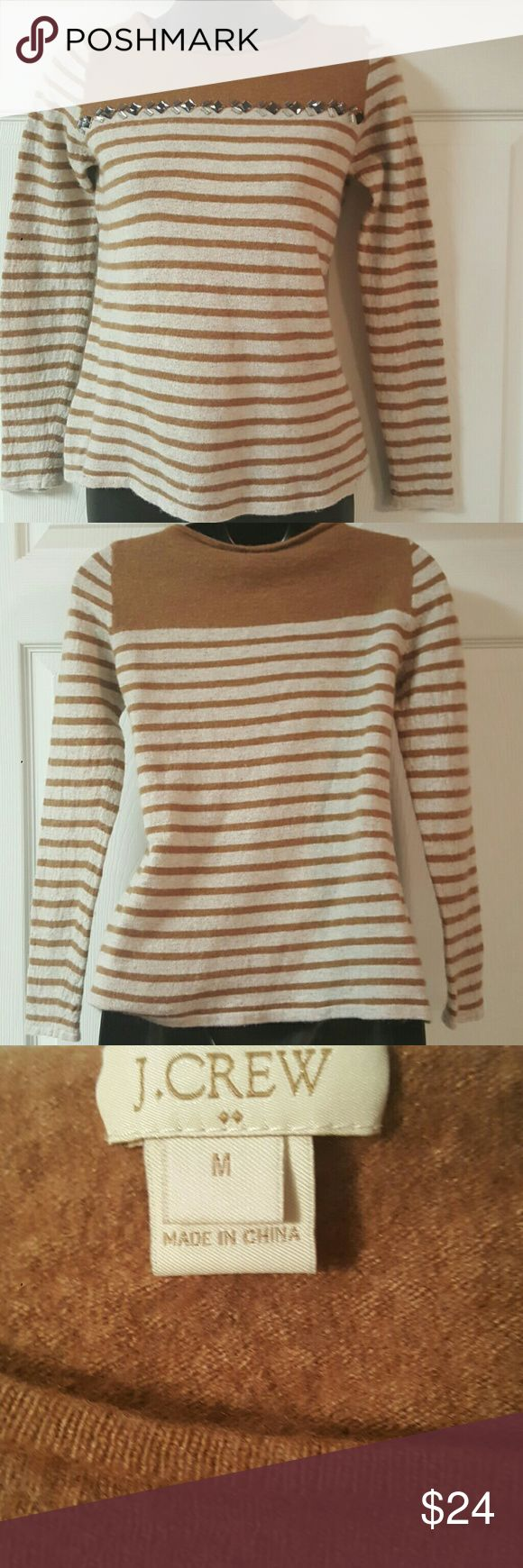 Great condition size Medium J CREW sweater. Great condition J Crew sweater with jewel detailing. 37% Viscose 36l5% Nylon 28%Merino Wool J. Crew Sweaters Crew & Scoop Necks