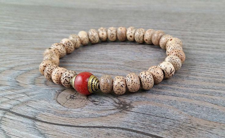 Bracelet de graines de lotus avec perle du Népal rouge avec laiton de la boutique BijouxDesignselect sur Etsy