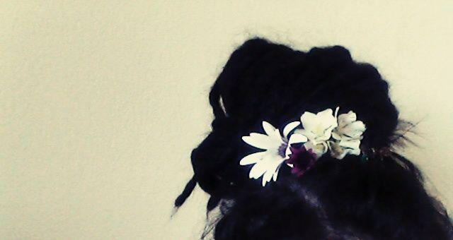 I wish I wash a punkrocker with flowers in my hair :)   www.veronicafleur.tumblr.com
