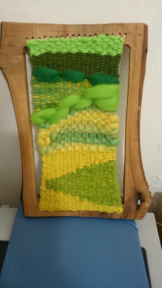 Telar en verde con marco de mañio