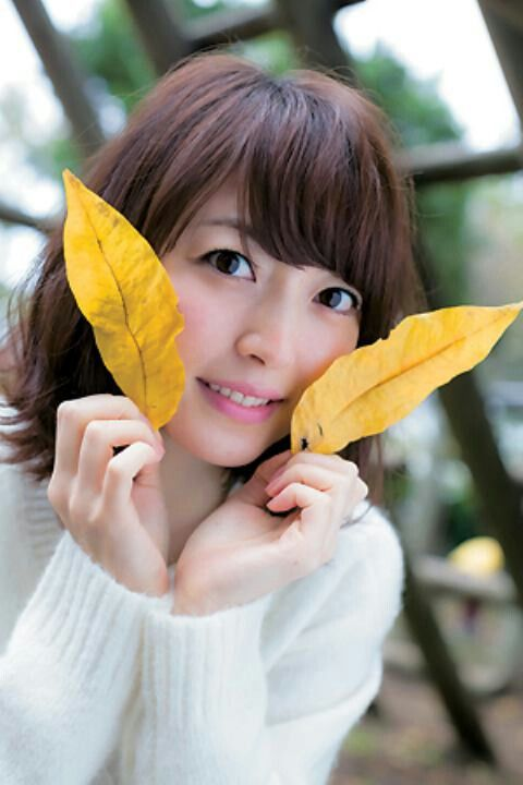 Kana hanazawa autumn leaves