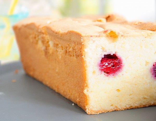 je ne peux y résister. Le macaron, le cake, le sorbet, le croissant, ... j'aime tout :-) Aujourd'hui, j'ai décidé de craquer pour le cake ispahan