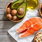 """A dieta low carb é muito eficaz para perda de peso rápido e saudável.    Você não precisa fazer uma dieta sem carboidratos completamente, pois a dieta low carb não significa """"No Carb"""".    O importante é que você saiba quais alimentos são adequados para uma dieta com baixo teor de carboidratos ... e quais não são."""