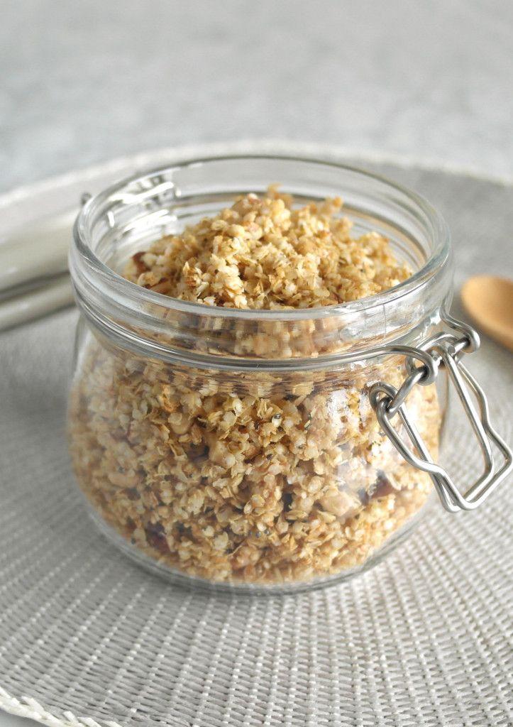 Un muesli croccante, preparato con fiocchi di quinoa, frutta secca e semi di chia.  Ottimo nello yogurt (senza lattosio, se necessario), per una prima colazione nutriente e completa.